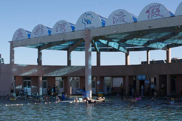 新疆乌鲁木齐五彩湾古海温泉巴士1日当地游泡汤泉养生、纯玩无购物