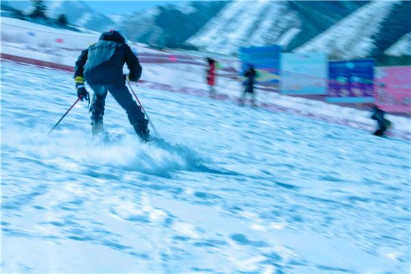 瞿昙国际滑雪场