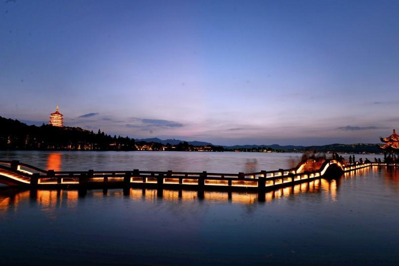 杭州西湖-断桥残雪-苏堤春晓-西湖游船-清河坊街1日半自助跟团游