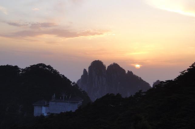 黄山(日出、西海大峡谷)、翡翠谷、宏村纯玩三日巴士3日2晚当地游