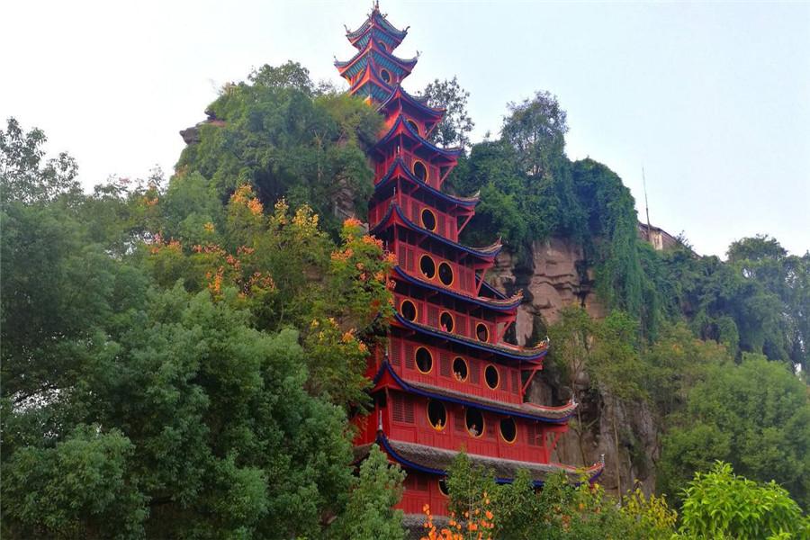 重庆、长江三峡、宜昌轮船4日游为双亲精挑细选的世纪神话、传奇5星游轮,既欣赏三峡美景,又享受贵宾服务!