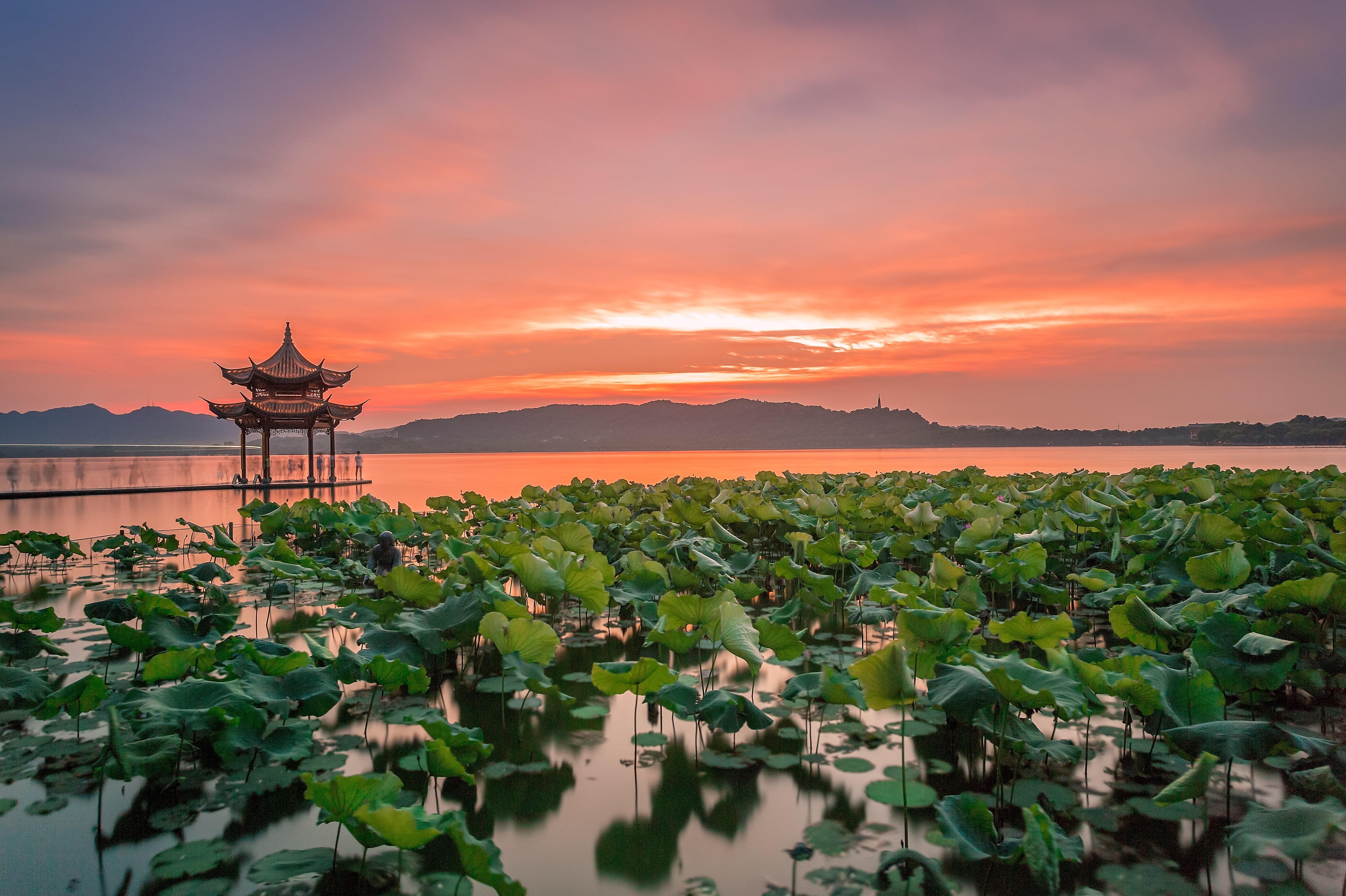 杭州登雷峰塔 千岛湖好运岛2日巴士跟团游西湖游船 灵隐祈福 游秀水千岛