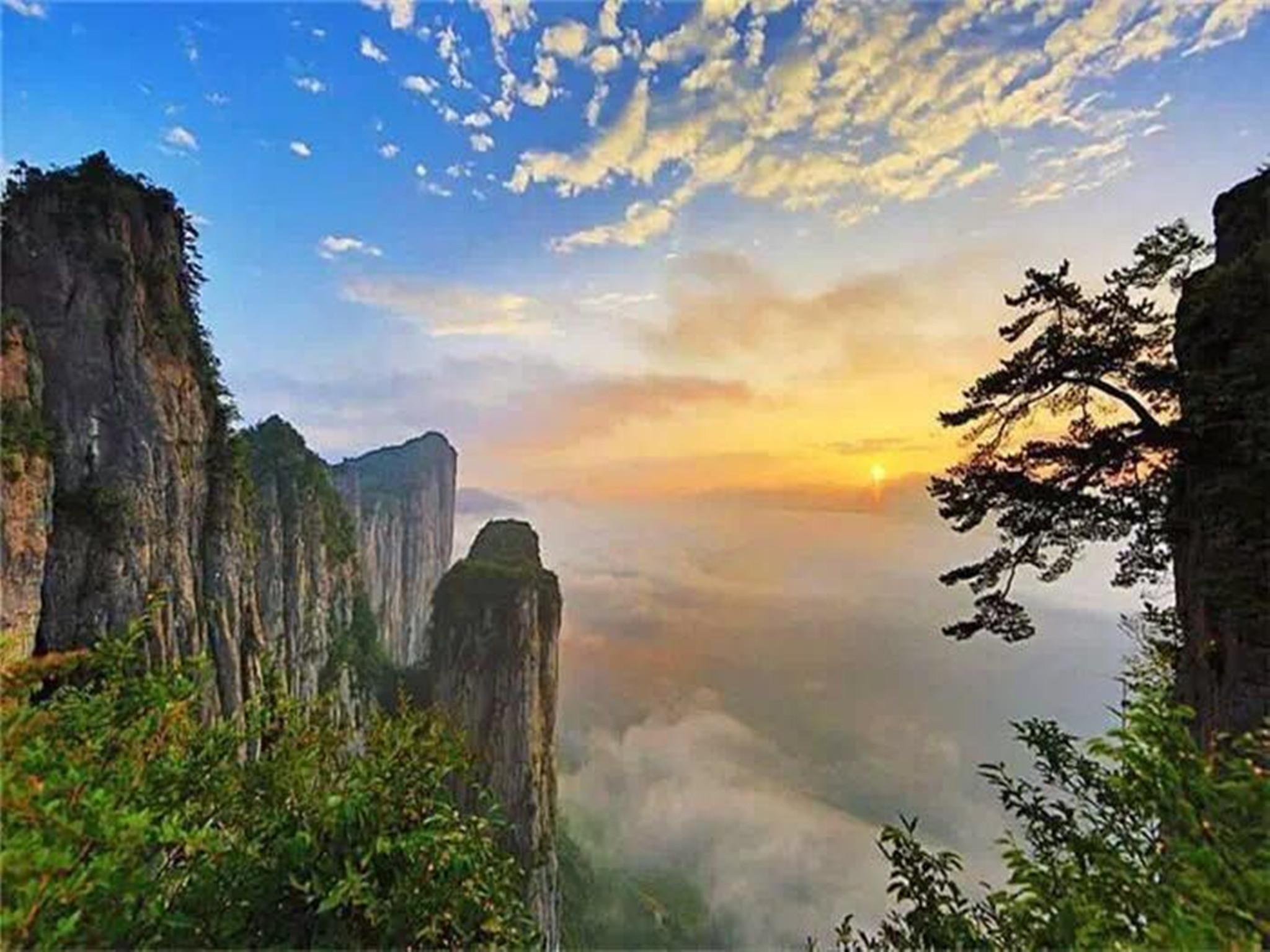 恩施大峡谷、野三峡黄鹤峰林、土家女儿城、地心谷景区石门河5日跟团游