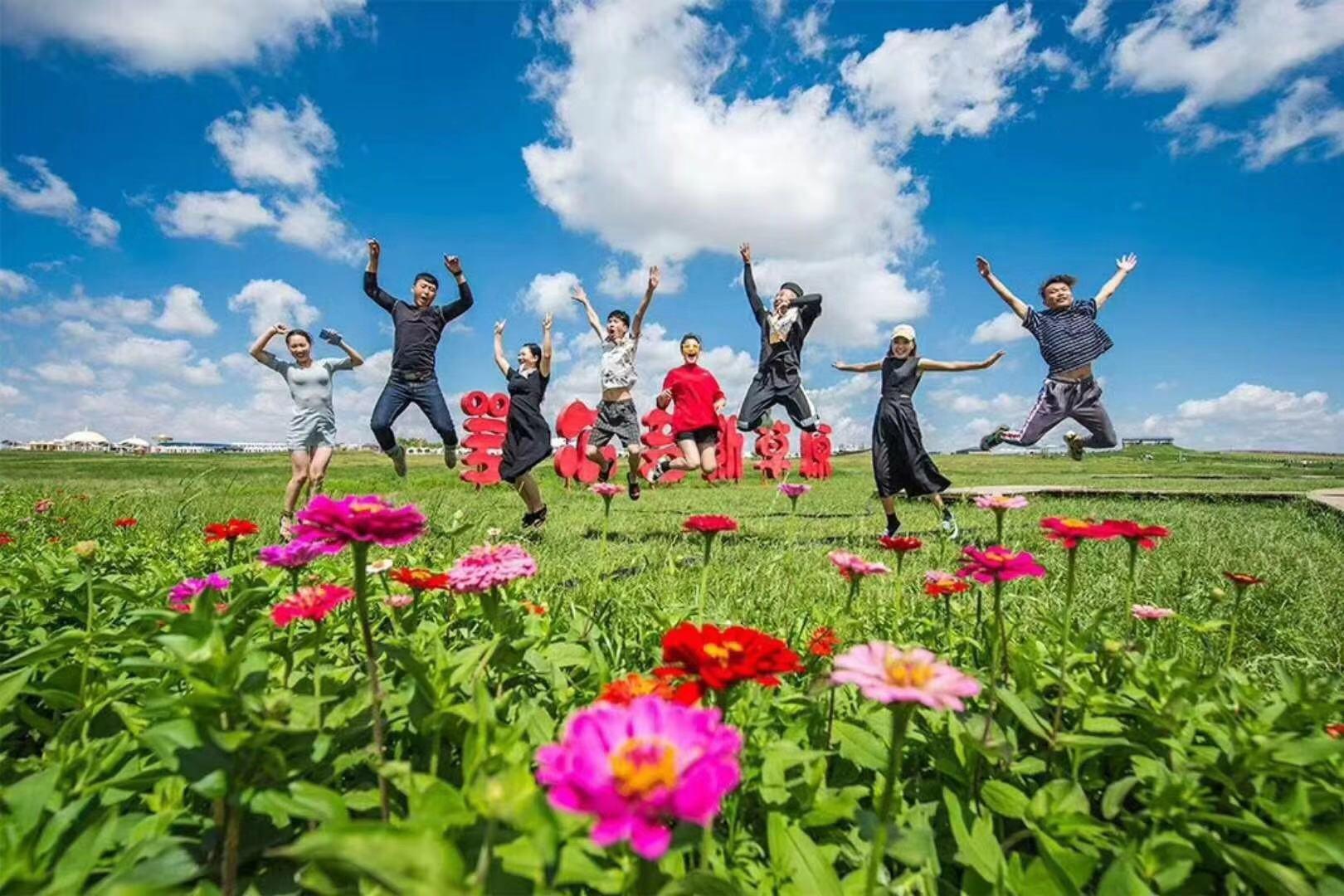 鄂尔多斯大草原、夜鸣沙、万家惠水世界5日双飞跟团游[暑假预售] 住沙漠腹地酒店 度假蒙古包 最佳观星地
