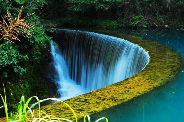 贵州6日双飞跟团游[西江千户苗寨、荔波小七孔、黄果树瀑布、遵义会址、旧州古镇]自愿消费无强制。