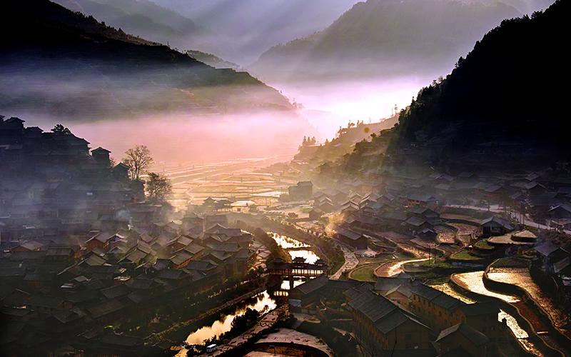 贵州黄果树瀑布、天星桥景区、陡坡塘瀑布、荔波小七孔、西江千户苗寨、非遗博物馆3日游