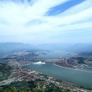 三峡大坝全景远眺