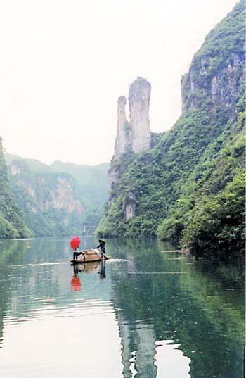 民族风情为一体的全方位、多层次,高品位的风景名胜区,也是贵州