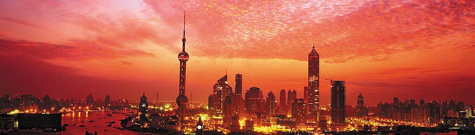 夜游黄浦江:繁华夜上海,霓虹不夜城
