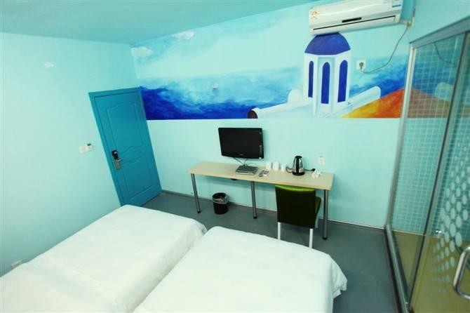 杭州千岛湖橙子酒店每间房间拥有不同的设计风格,切生感受与艺术
