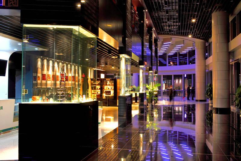 大厦主体建筑高450米,是世界第七,中国大陆地区第二高楼(仅次