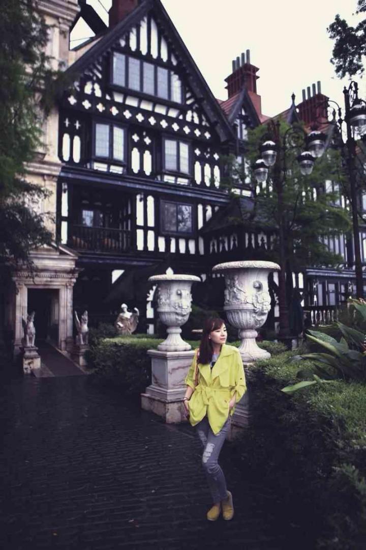 庄园内部的陈设同样重现昔日欧洲贵族生活的华丽与奢靡,无论是古典