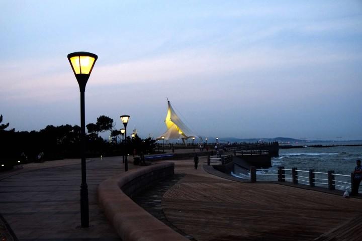 碧海路最南端就是万平过了大桥就是附近的日照灯塔风景区到这里
