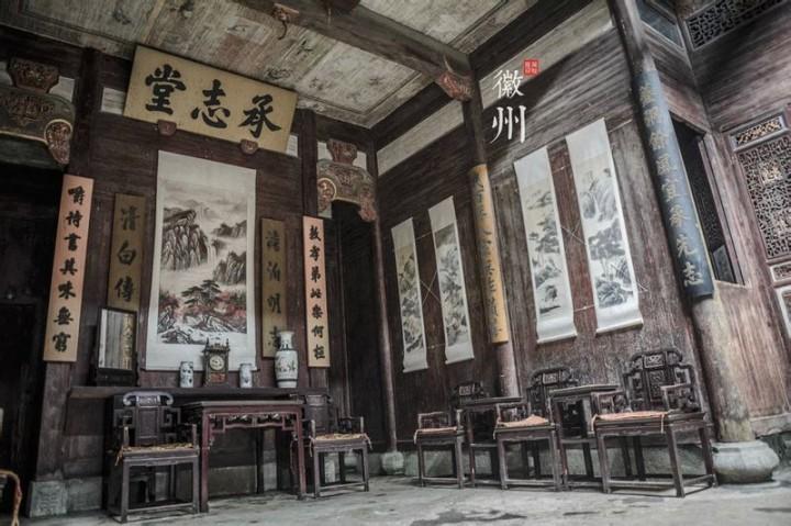 整栋建筑为木结构,内部砖,石,木雕装饰富丽堂皇,总占地面积约2100平方
