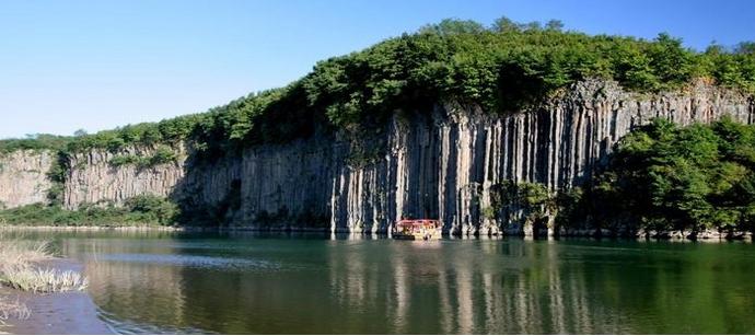 旅游攻略 > 宽甸黄椅山森林公园  黄椅山森林公园 黄椅山为地质史上图片