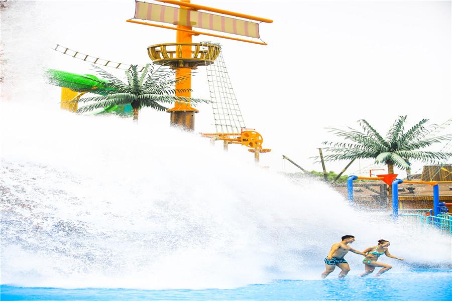 天目湖水世界超级台风一水域面积最大造浪最高最刺激的造浪池