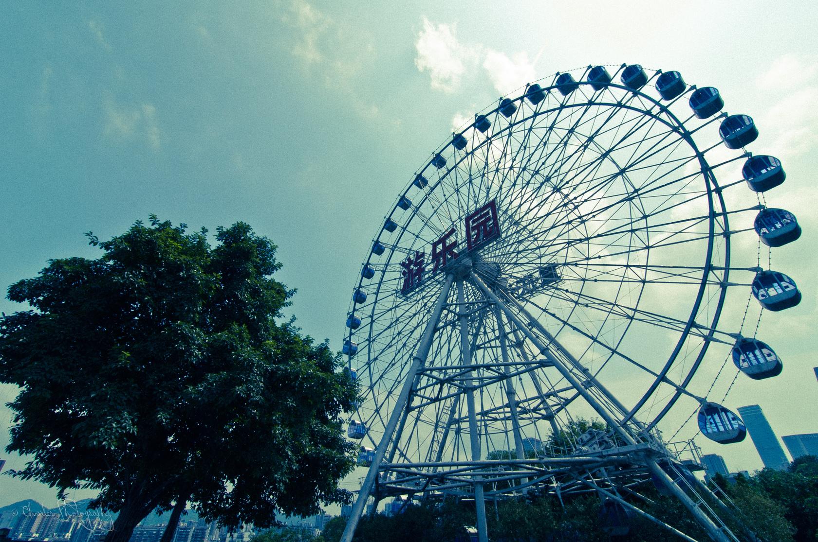 重庆游乐园始建于1991年,总投资近1亿人民币,拥有近30个先进的游乐图片