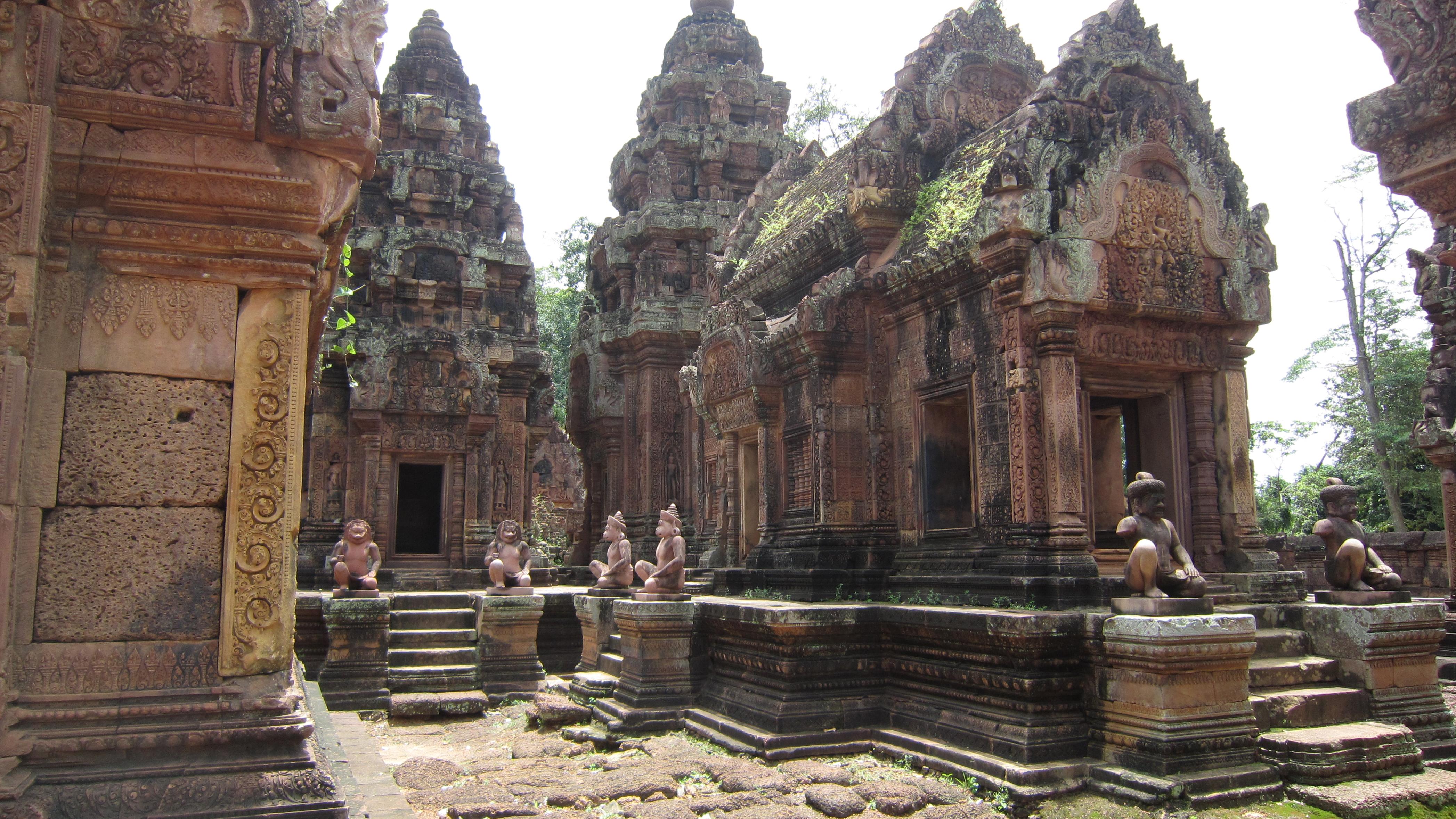 柬埔寨-暹粒-女王宫-张颖