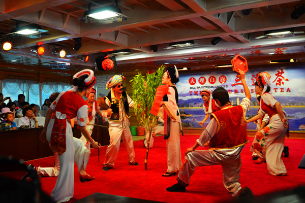 大理洱海大游船歌舞表演