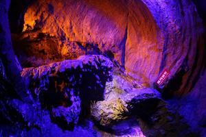「春暖花开」探访江北第一地下溶洞—天谷·天然地下画廊!