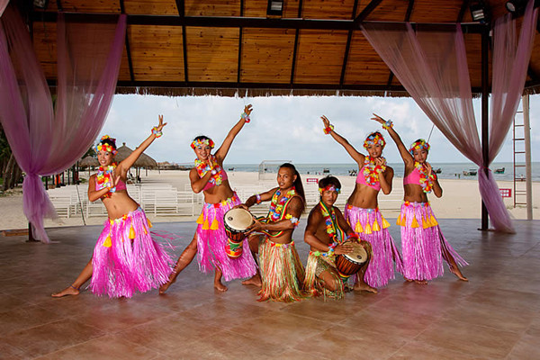 茂名浪漫海岸东南亚歌舞表演