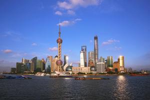 两个毕业青年游上海