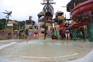 东北妹儿在重庆加勒比玩转湿身诱惑!