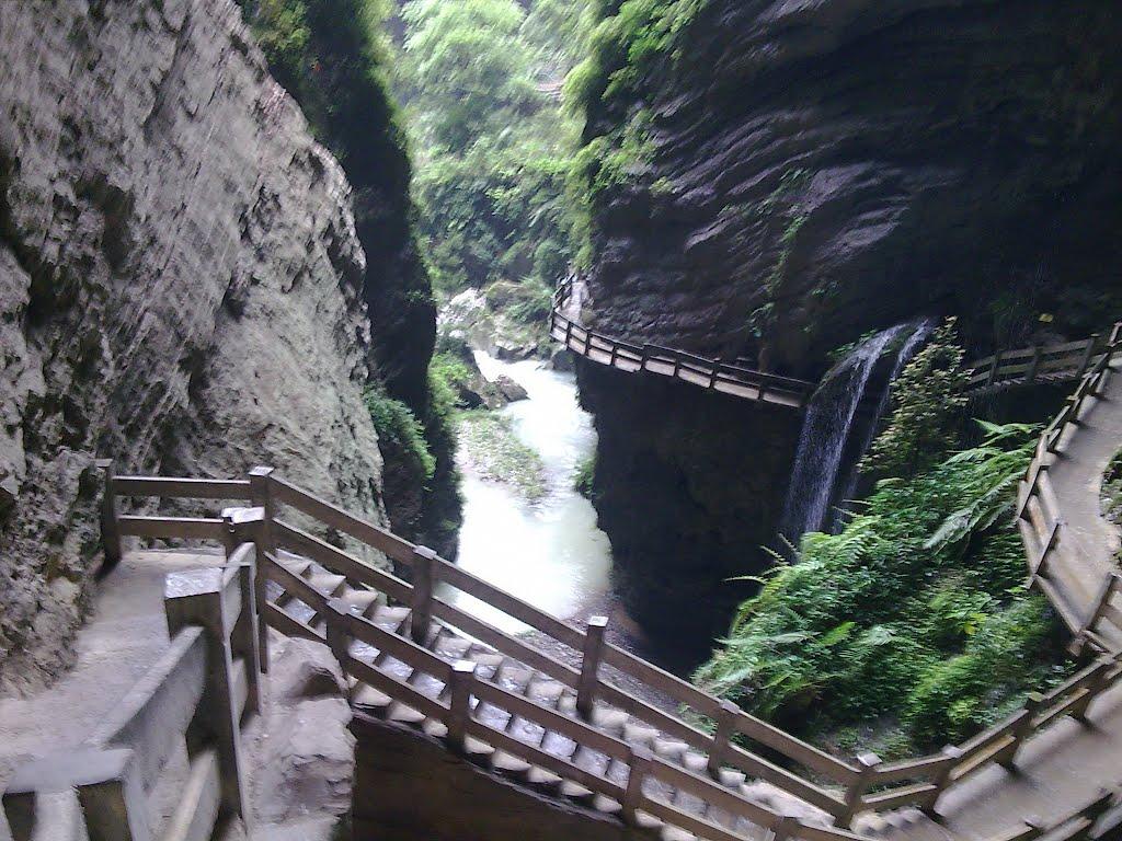 天坑三硚的三座天然石拱桥