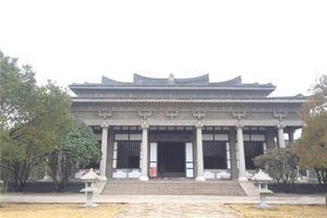 参观汉广陵王墓博物馆
