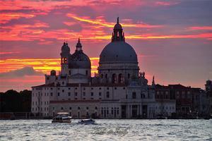 【我是达人】意大利的北部明珠——米兰、代森扎诺-德尔加达、锡尔苗内、威尼斯