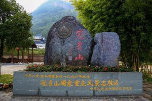 游客家神山冠豸山,玩冠豸秘谷佰翔度假村