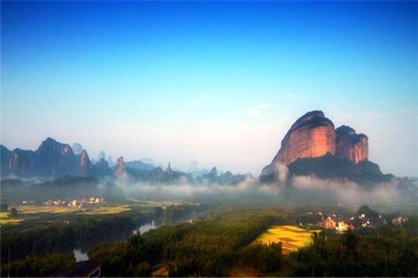 广东韶关丹霞山(丹霞地貌命名地)丹霞山