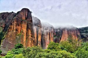 江西弋阳龟峰:看一片石头风景不能少了绿色