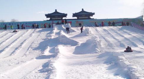 第九届龙潭湖冰雪节雪山冲浪