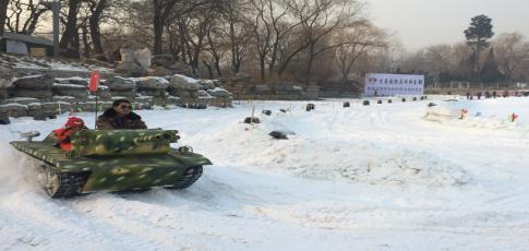 第九届龙潭湖冰雪节雪地坦克