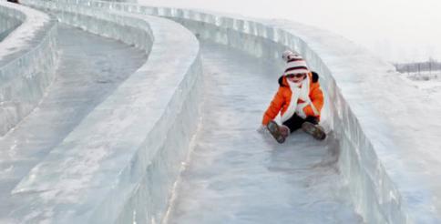 第九届龙潭湖冰雪节极速滑车