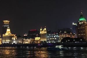 【我是达人】乘船夜游浦江赏外滩美景
