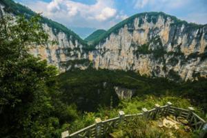 【我是达人】美丽中国行:走进奉节天坑地缝【十一旅游新花样】