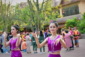 【我是达人】走进西双版纳,去曼听公园看一场盛大的澜沧江·湄公河之夜歌舞篝火晚会