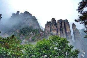【我要无人机大奖】雨中云雾缭绕的三清山美景(图)