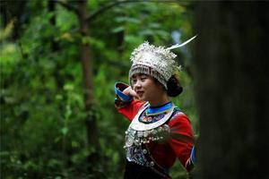 【我是达人】走读彭水,我在阿依河的竹排上与你对歌