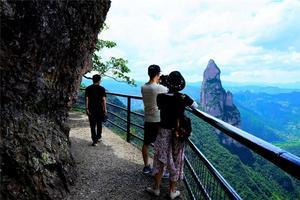 [我是达人]小梦露、洞窟、古城墙、神仙居美人美景尽在台州
