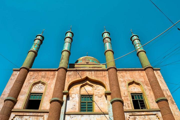 百年来的洗礼,建筑已然斑驳,但 据说,这里是中国第一大伊斯兰教