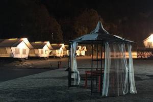 野营帐篷or酒店住宿?豪华帐篷体验在杭州