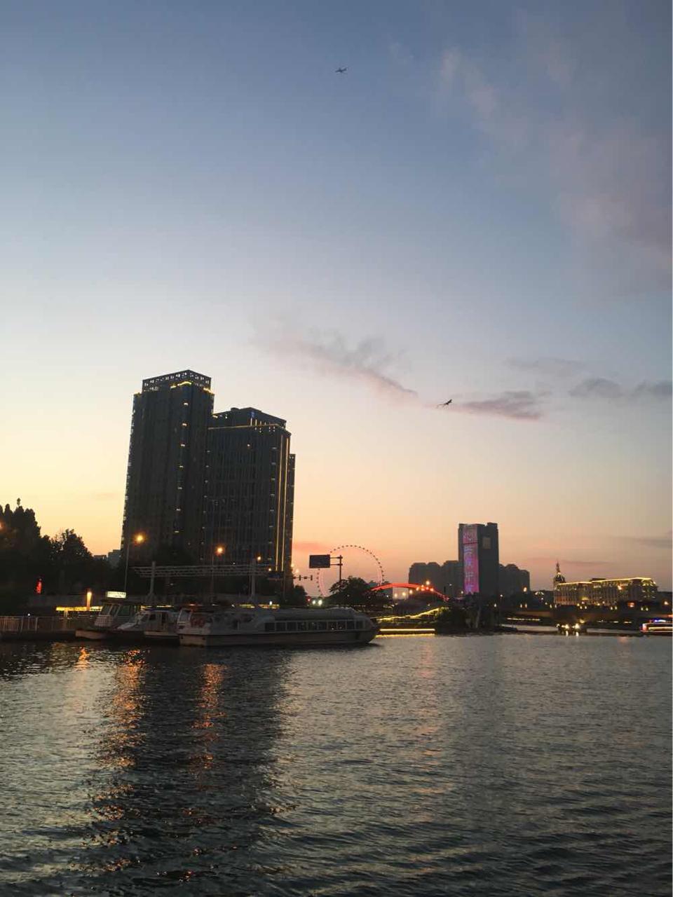 海河游船一定要夏天夜晚坐,吹着晚风看海河夜景遇见最美天津