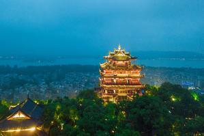 【我是达人】盛夏时光随风吹过杭州,华灯初上城隍阁眺望西子湖畔