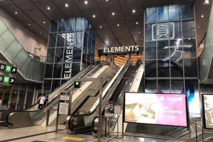 最近高速铁路香港西九龙站的大牌-Chanel,LV,卡地亚