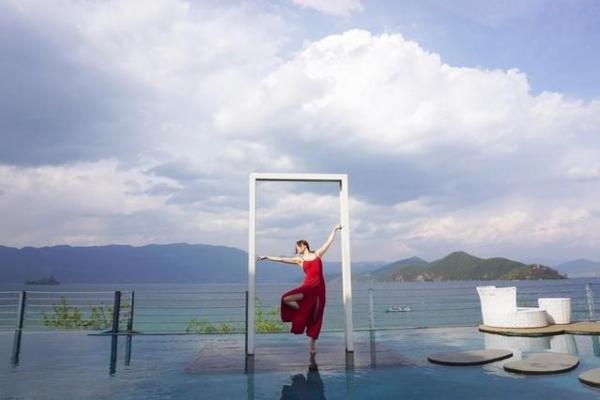 """""""退休""""去泸沽湖,如诗如画的景色,一切来得都正好"""