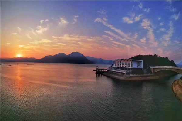 黄山太平湖泊洲佰翔度假酒店
