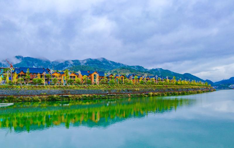 【旅行中的摄影师】一幅色彩斑斓的贵州风情画,深深地刻在晚秋时节